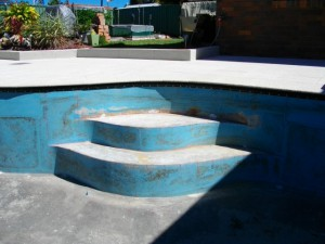 glascon-pool-steps-ready-for-measuring