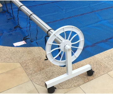 Where to position a reel on the pool